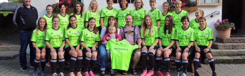Neue Fussballtrikots für die Mädels aus Söllhuben/ Frasdorf